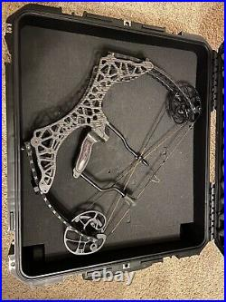 Gearhead Archery T18 Carbon Compound Bow 29 DL, 70 Lbs. + SKB Case, Extras